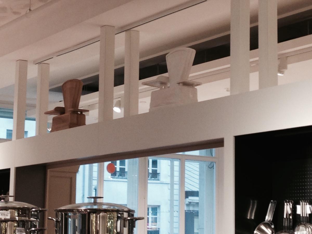 Balance bois et céramique dans le magasin