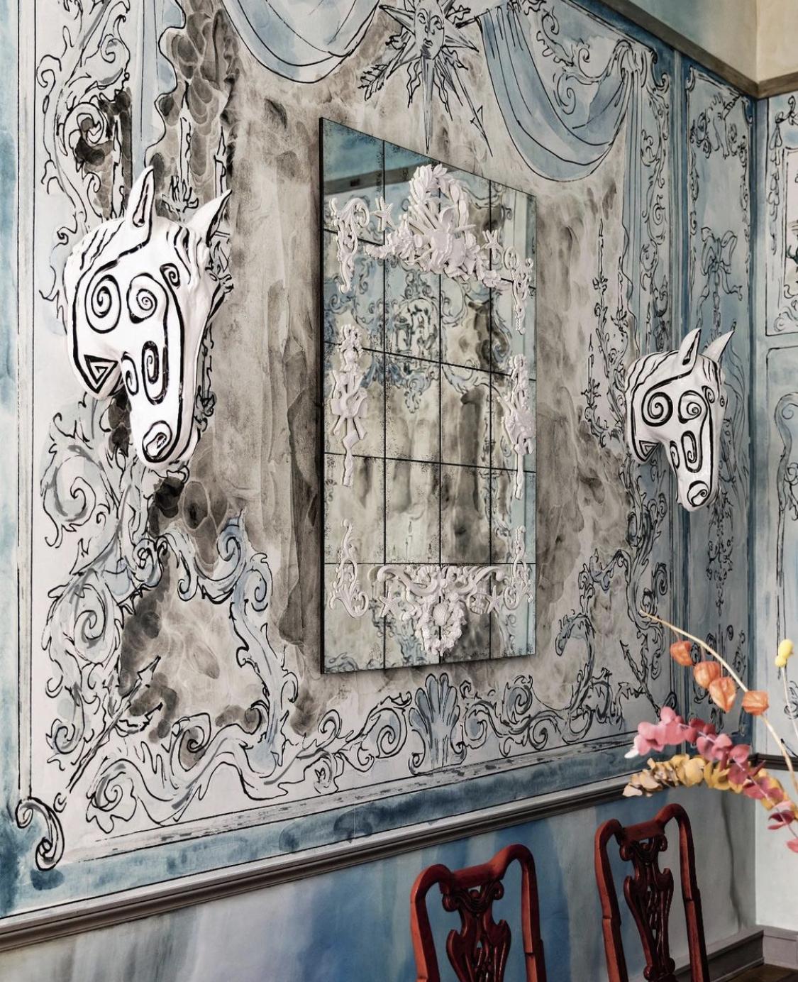 Tête de cheval Vincent Darré dans décor copiright instagram Vincent Darré